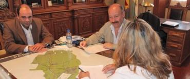 Azul: El Intendente entregó una ayuda económica a AAPA