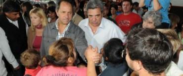 """Scioli con """"asistencia y solidaridad en Berisso"""""""