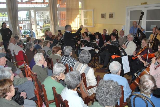 La Orquesta Sinfónica Municipal realizó un Concierto Didáctico en el Hogar de Ancianos San Vicente de Paul