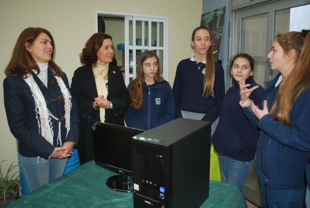 El Gobierno Municipal entregó dos computadoras a alumnos del  Colegio Libertas