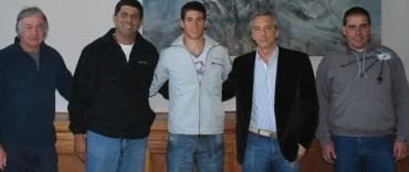 El Intendente recibió a Agustín Vernice antes de partir hacia el Mundial de Canotaje en Canadá
