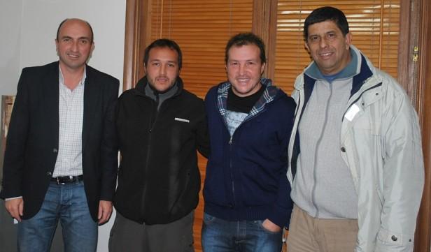 Eduardo Rodríguez entregó un subsidio al Club Ferroviario de Hinojo