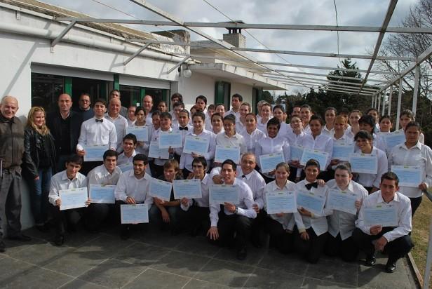 """Entregaron certificados del curso de """"Mozos y Camareras para eventos y restaurante"""""""