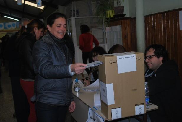 Votaron los precandidatos a concejales del Frente Renovador Julio Frías y Margarita Arregui