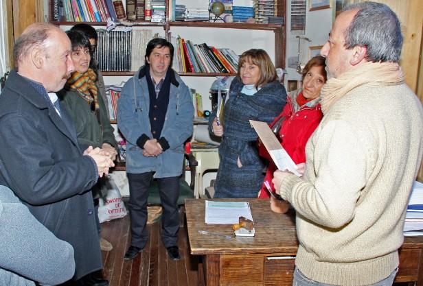 Azul: Inza entregó un importante subsidio a la Escuela de Estética