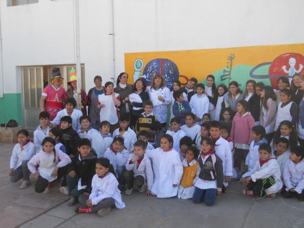 Gonzalo Bagú envió guardapolvos a la Escuela Nº 55