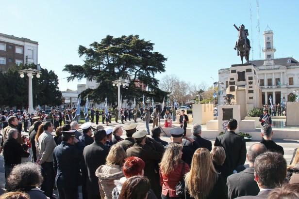 Azul: acto conmemorativo del 163º Aniversario de la Muerte de San Martín
