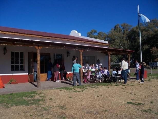Alvear: encuentro de escuelas rurales y festejo del Día del Niño en Hinojales