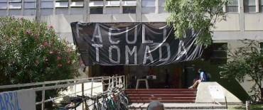 Polémica en torno a los futuros títulos de medicina de la Universidad de La Plata