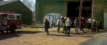 Principio de incendio en un galpón sobre Guisasola y Belgrano