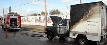 Se incendió una camioneta en tránsito