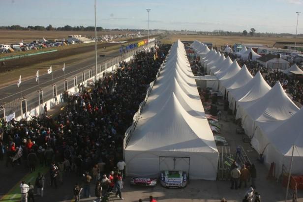 TC en Olavarría: Estiman unas 10 mil personas en el inicio de la competencia a las 8 de la mañana