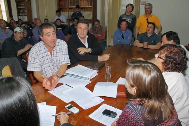 Después de la interpelación trabajadores de Vialidad Rural se reunieron con concejales