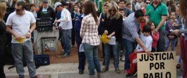 """""""Todos podemos ser Pablo"""": numerosa concentración en el Paseo Jesús Mendía"""