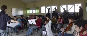 """Entrega de instrumentos a la Orquesta Núcleo del CIC """"Facundo Quiroga"""""""