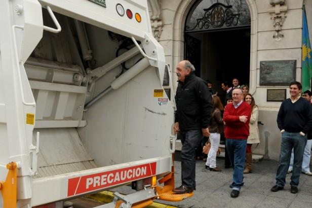 La Madrid: Presentación Nuevo Camión Compactador de Residuos para el Municipio