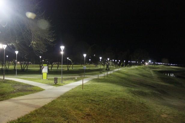 Se iluminó el Parque Cerrito. Se inaugura oficialmente en noviembre