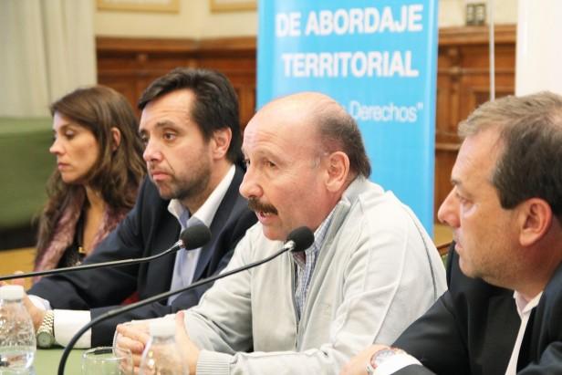 Azul : con la presencia del Director Nacional de Migraciones se realizó una charla para inmigrantes