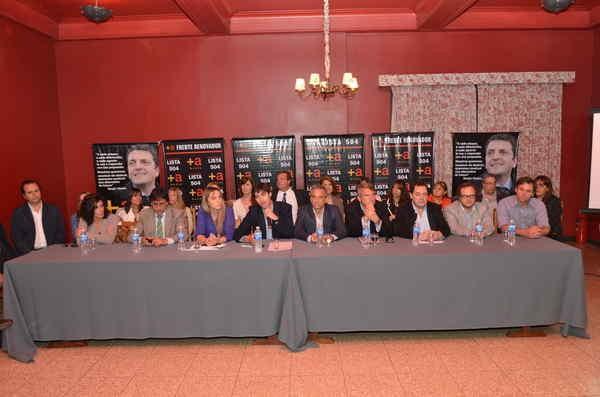El Frente Renovador reunió legisladores y candidatos en Azul para debatir sobre infraestructura vial y acercar propuestas