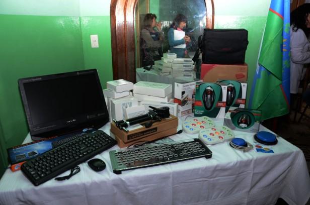 Alumnos de Olavarría continúan recibiendo sus netbooks