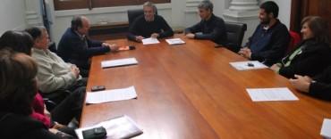 El Intendente Eseverri firmó un convenio con la Asociación de Agrimensores de Olavarría