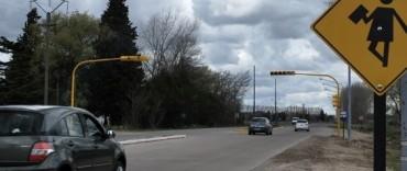 Se encuentra en funcionamiento el nuevo semáforo instalado en la Escuela Agropecuaria
