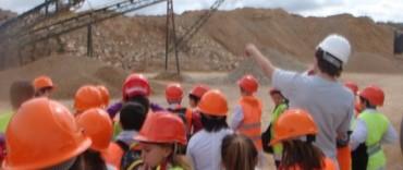 Visita de escolares al Yacimiento Minero Frente Oeste