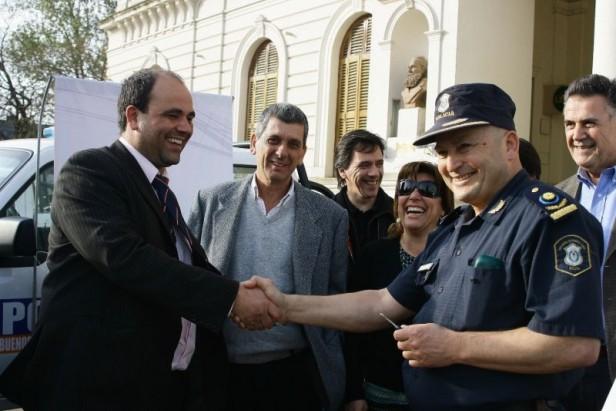 Azul: el Gobierno Municipal entregó cinco patrulleros a la Policía Distrital