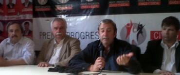 Julio Cobos habló de todo en el Comité, de paso hacia Azul