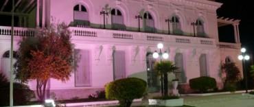 Alvear: el Palacio Municipal iluminado de color rosa