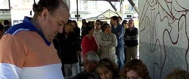 Pasadas las 10 de la mañana votó Miguel Santellan