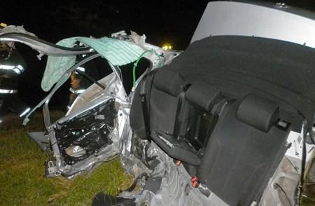Accidente en ruta 205: un automóvil choco contra alcantarilla y se partió al medio
