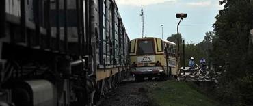 Chocaron un tren y un colectivo: tres heridos