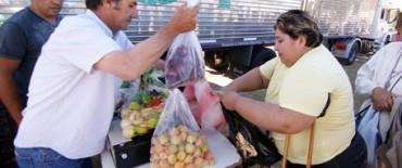 """Se posterga para este martes  la llegada del camión de """"Frutas para Todos"""""""