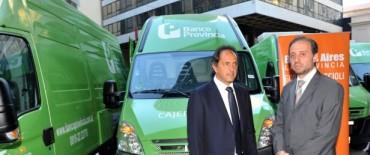 Scioli puso en marcha nuevas unidades de bancos móviles